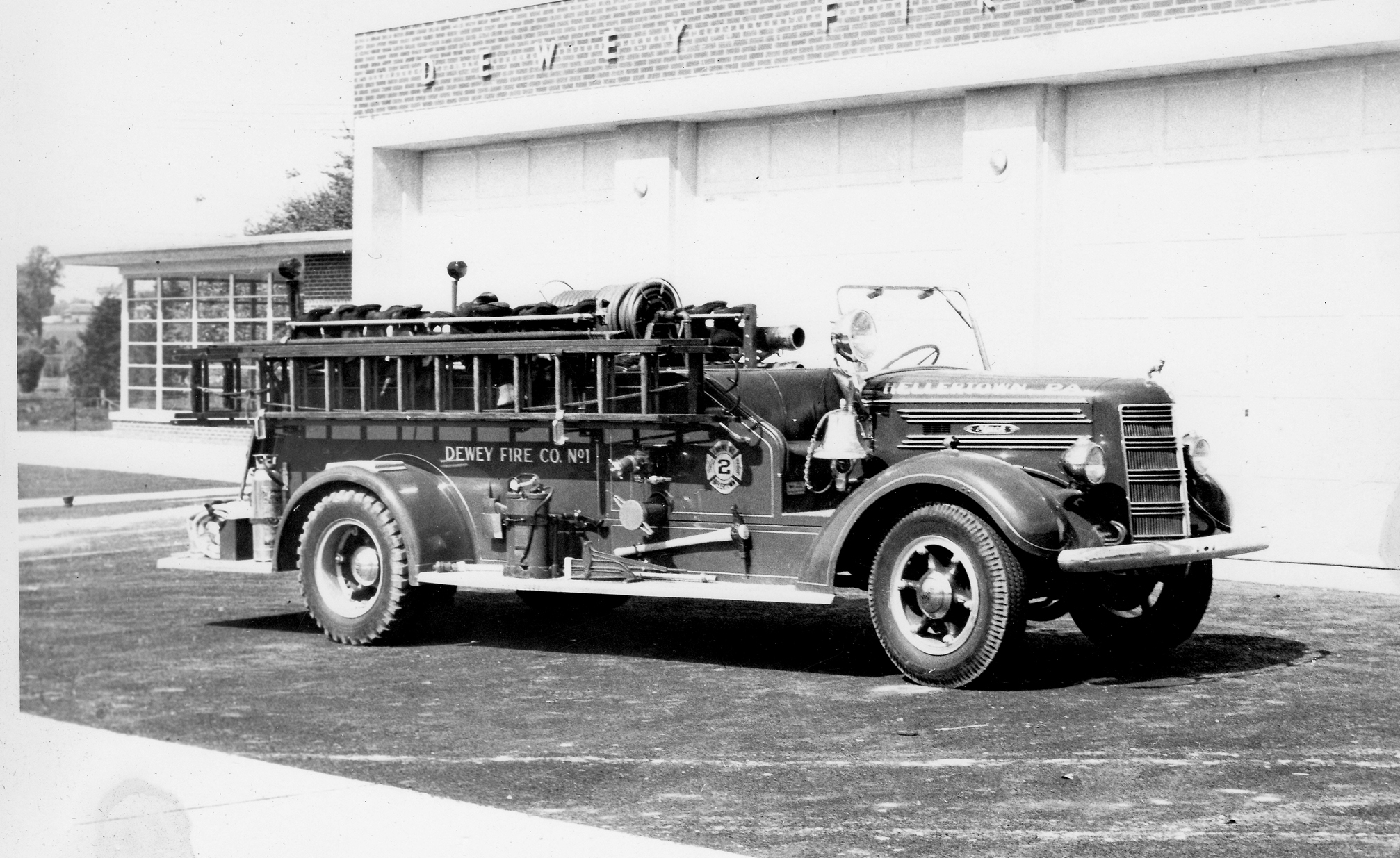 Mack Fire Truck Computer Wallpapers Desktop Backgrounds 2014x1235 2014x1235