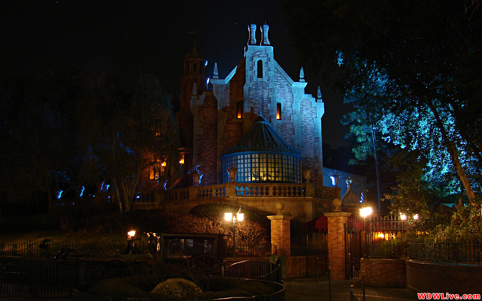 Disney Haunted Mansion Desktop Wallpaper - WallpaperSafari