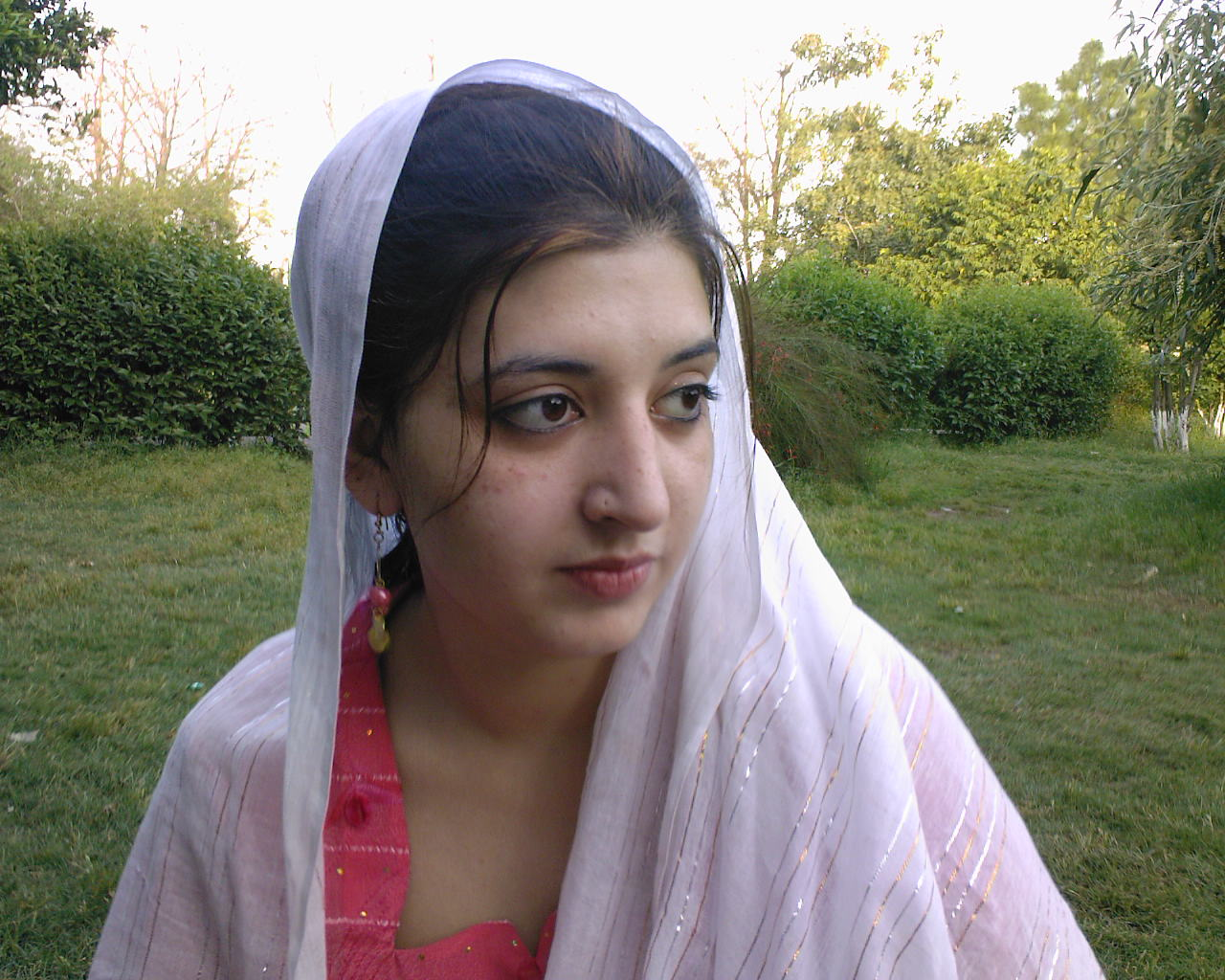 hd simple wallpapers: hot pakistani simple girls