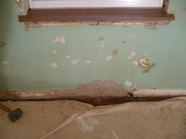Scevoli Painting   Damaged Plaster gets Repaired and Painted   Before 614x461
