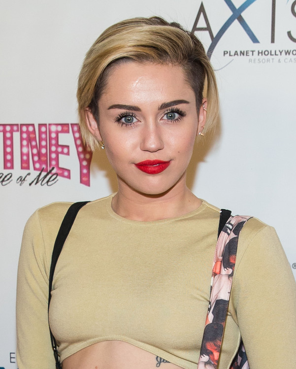 Miley Cyrus from 2015 Grammy Awards Celebrity Face Off E Online 601x749