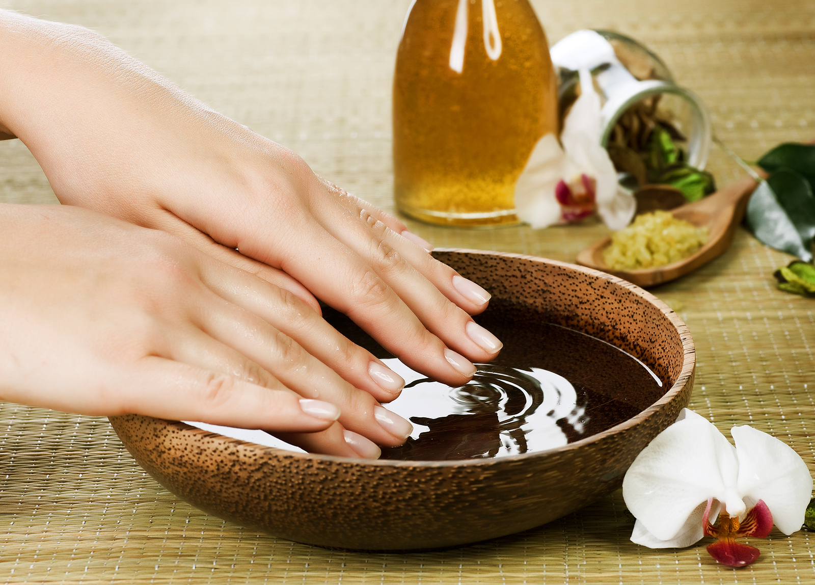 Nail salon stock photos 1600x1148