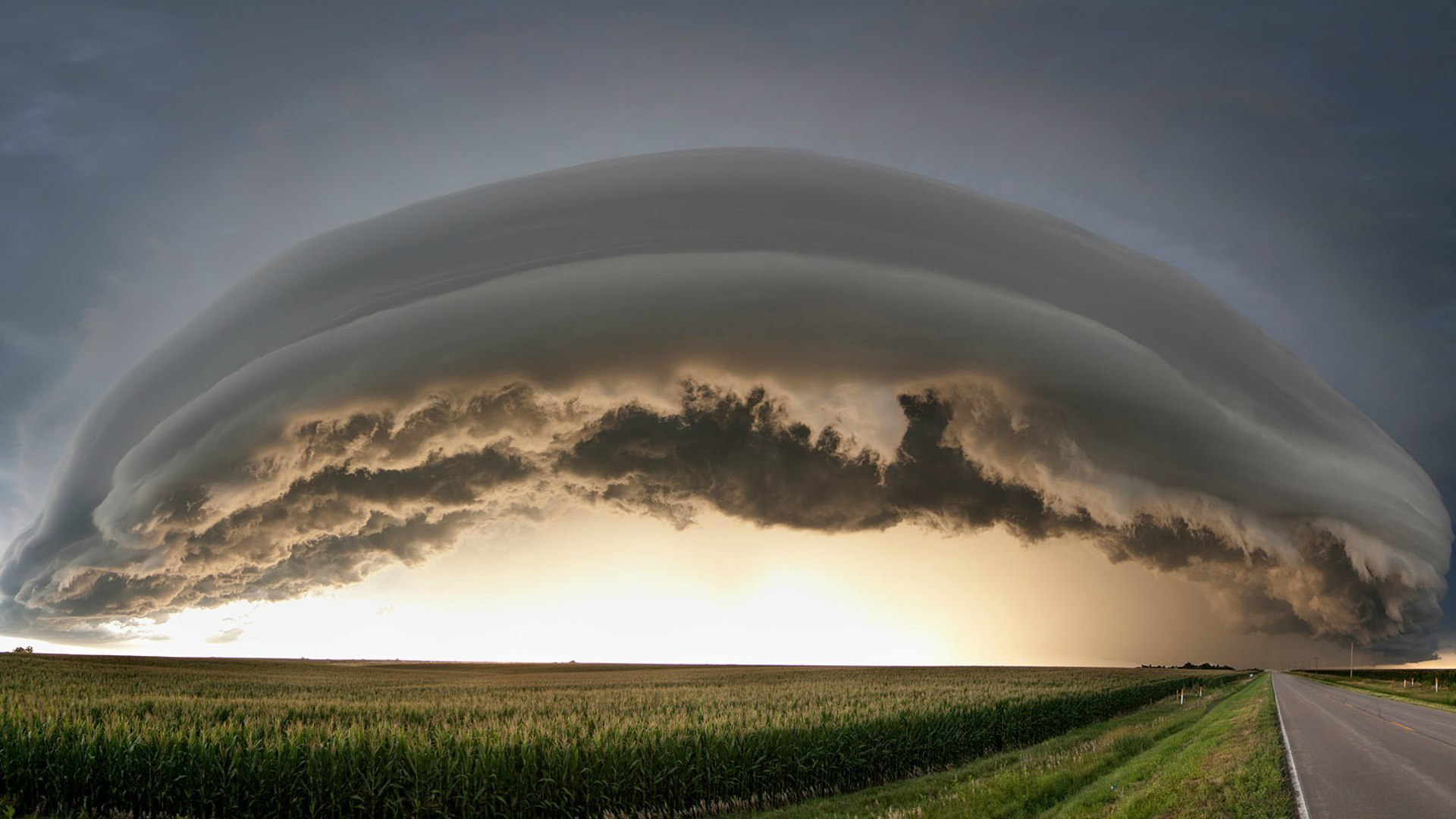Gross cloud over the city of Kearney Nebraska wallpapers and 1920x1080