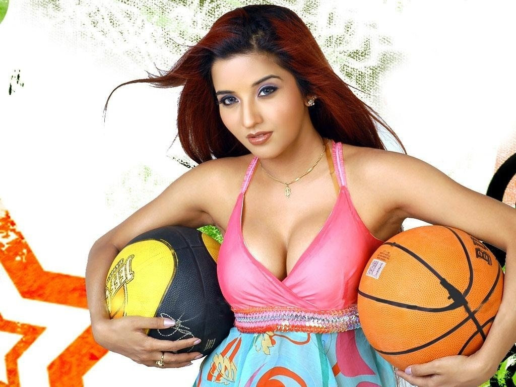 Bollywood Hot Actress Wallpaper 1024x768