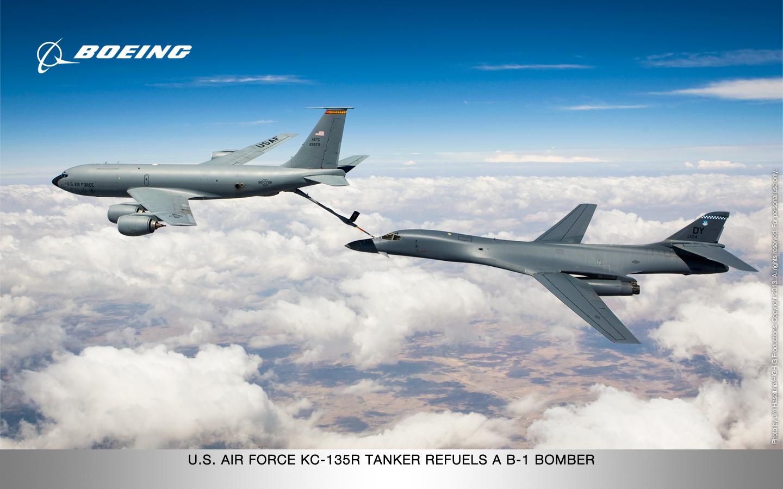 Force KC 135R Tanker refuels a B 1 Bomber desktop wallpaper download 1440x900