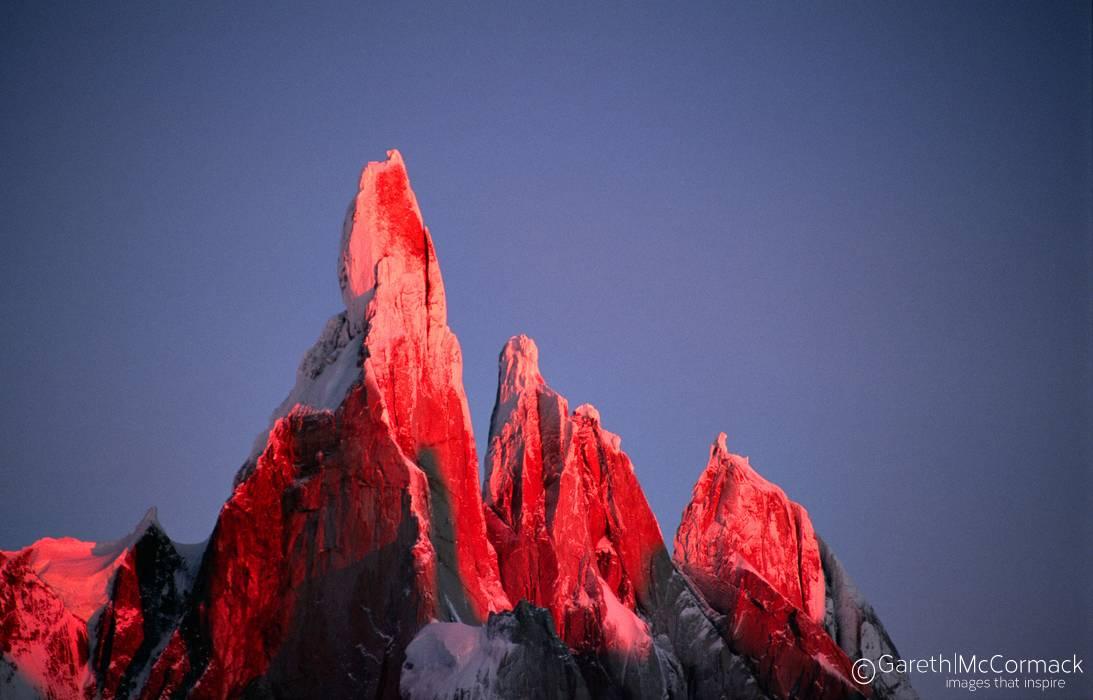 Alpenglow on Cerro Torre Parque Nacional los Glaciares Patagonia 1093x700
