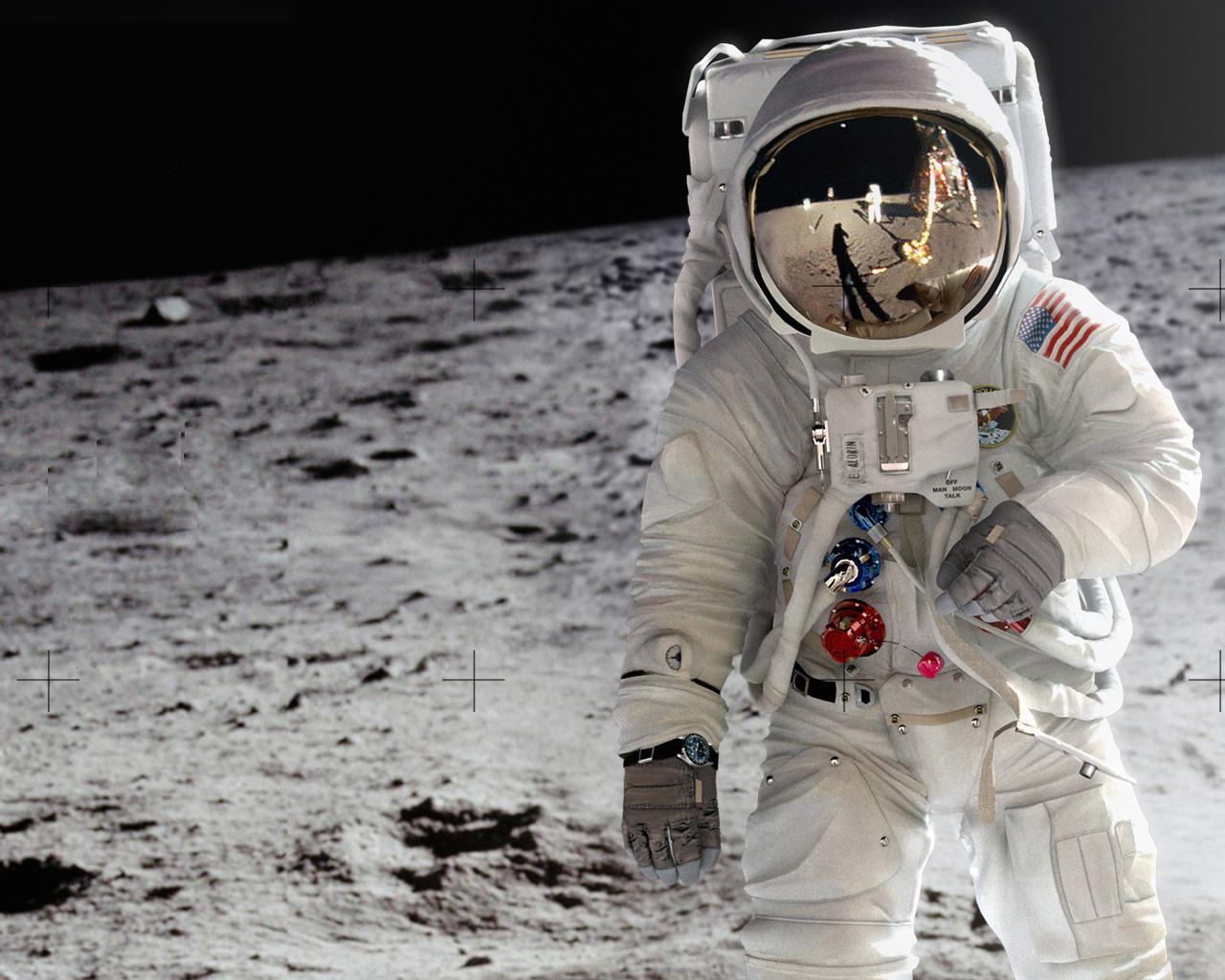 Amazing Astronaut in Moon Wallpaper 1280x1024 Desktop Wallpaper 1280x1024