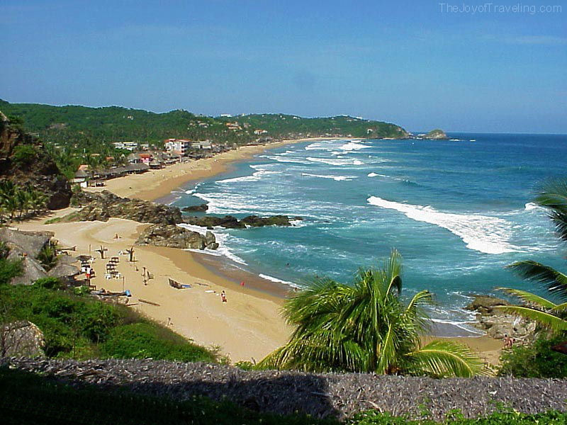 Mellow Zipolite beach on the Pacific Ocean in Mexico 800x600