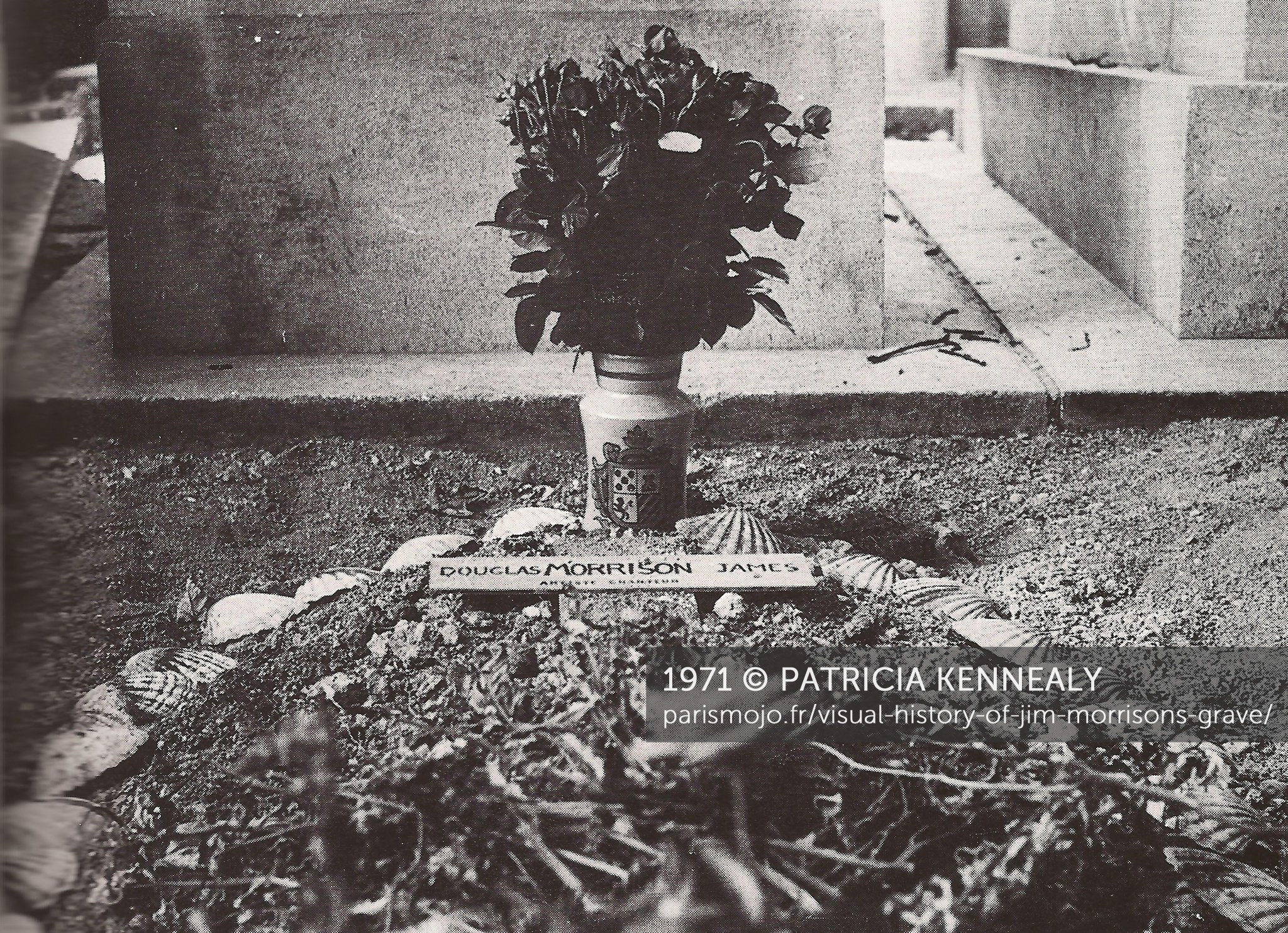 Visual history of Jim Morrisons grave Paris Mojo 2048x1483