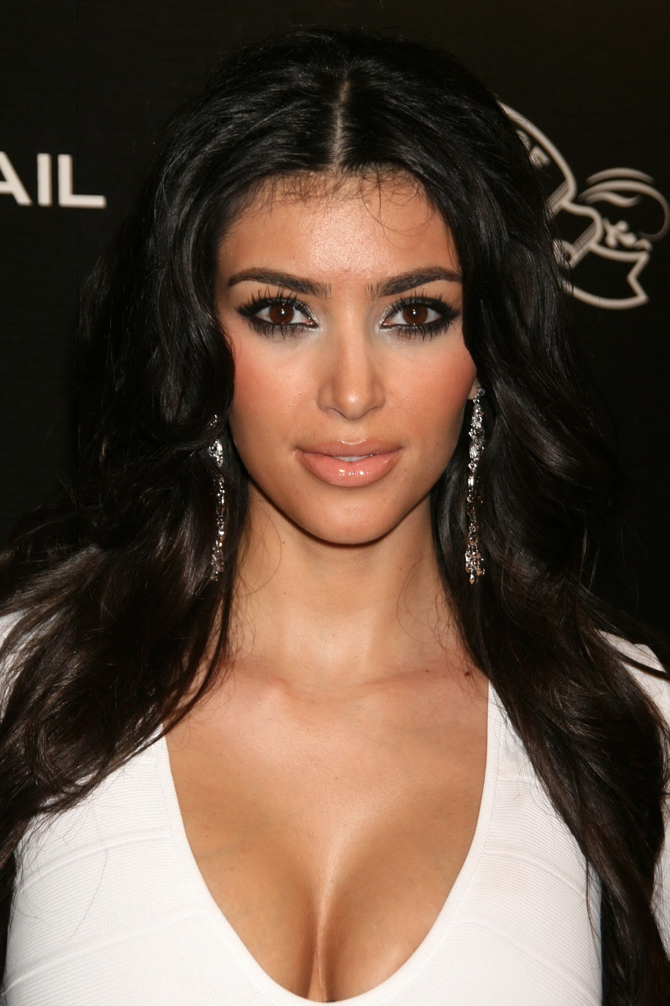 Kim Kardashian Hot 2013 Background Hd Wallpaper Kim Kardashian Hot 2336x3504
