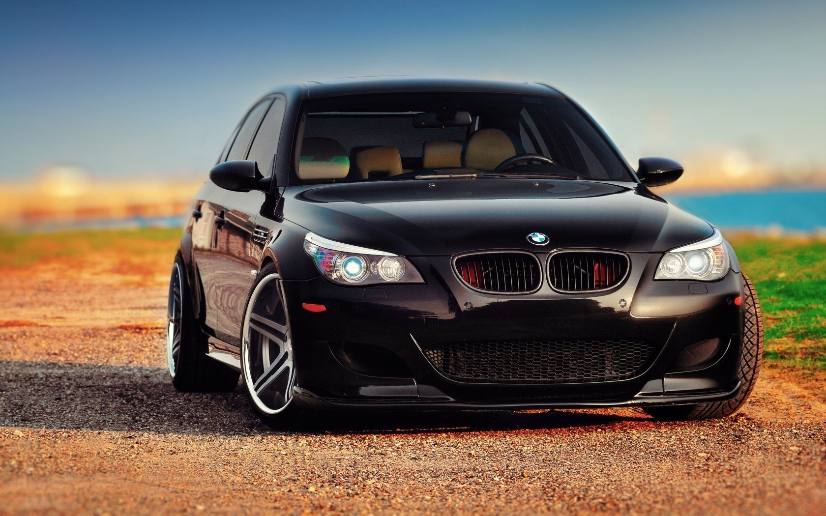 124 BMW M5 HD Wallpapers Background Images 1680x1050