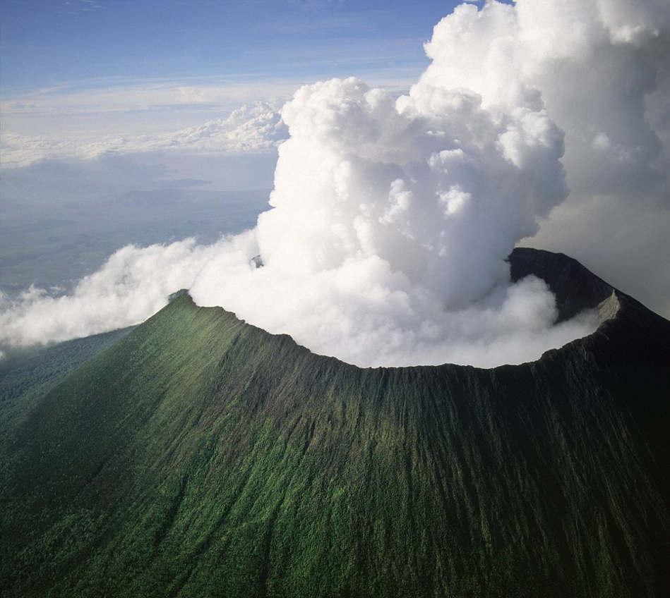 Nyiragongo volcano wordlessTech 949x848
