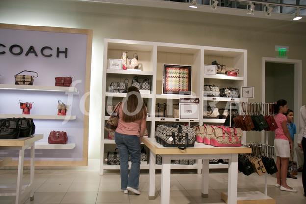 Coach Factory Outlet woman shopper shopping designer handbags lea 624x416