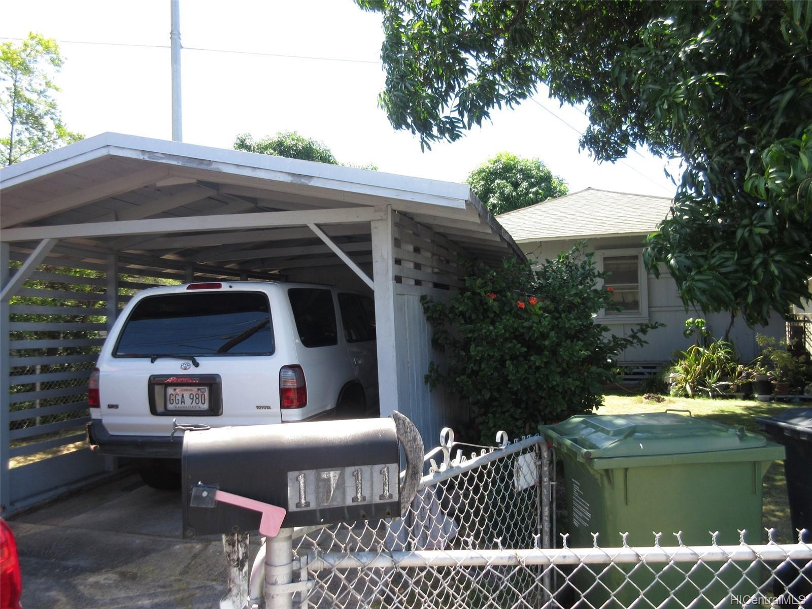 1711 Owawa Street Honolulu Hi 96819   Kalihi lower home 1600x1200
