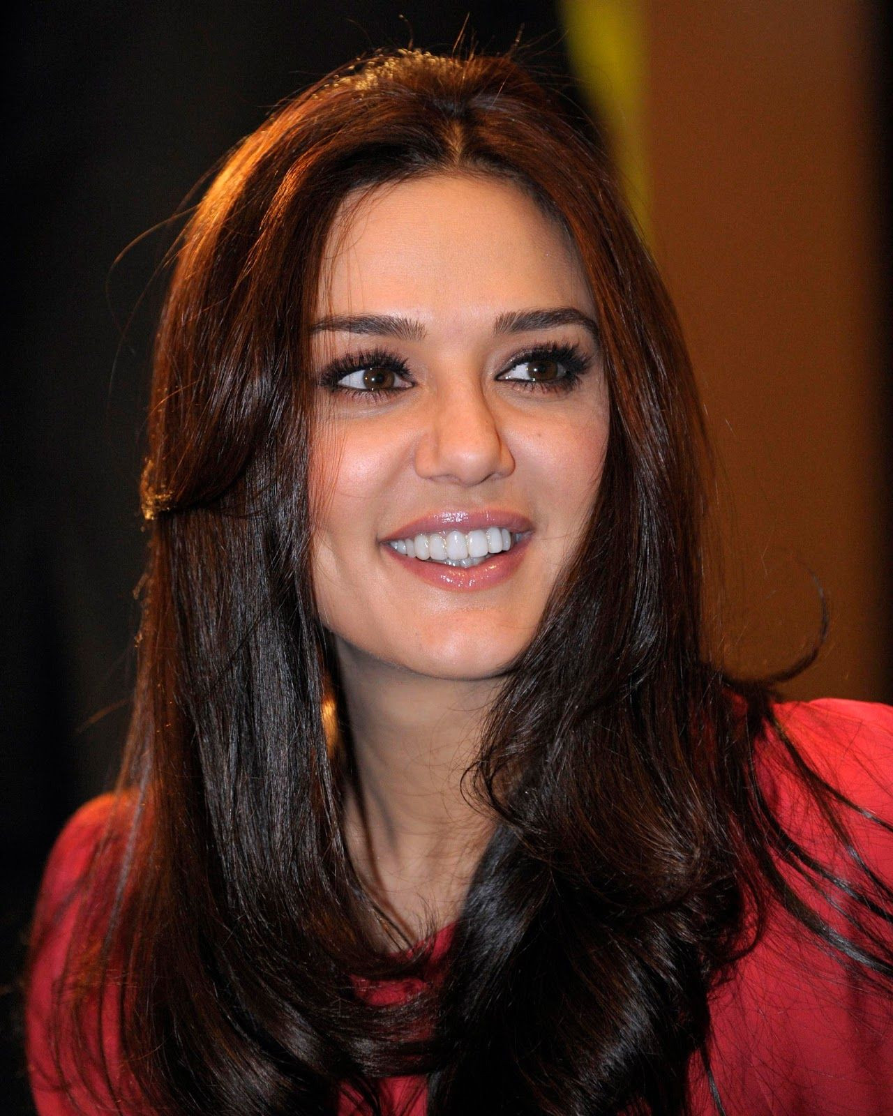 HD Photos Bollywood Actress Gorgeous Dimple Girl Preity Zinta 1280x1600