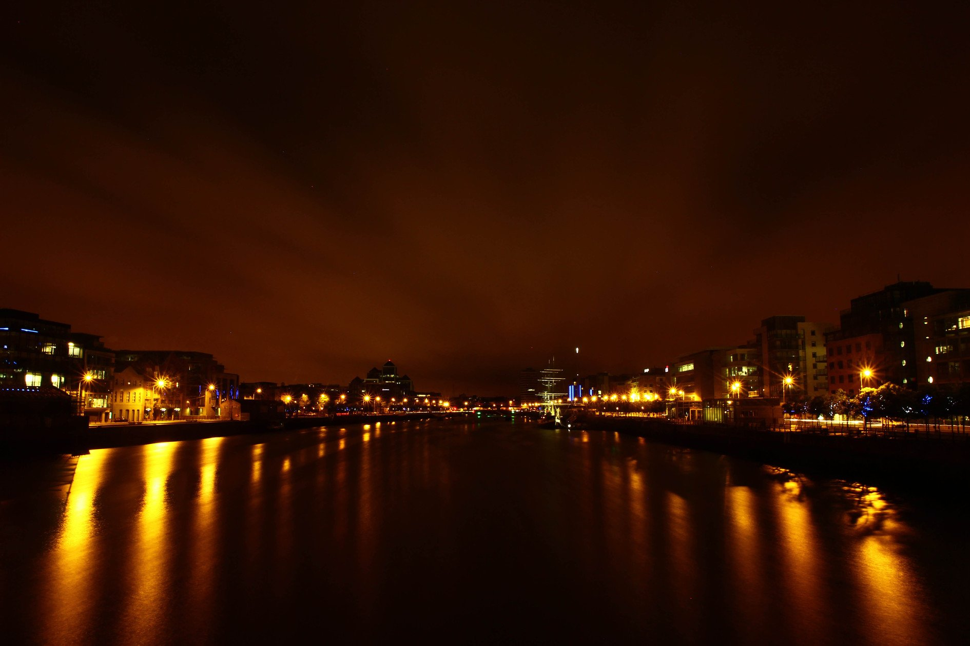 Dublin at night   Dublin   The City Pictures 1890x1260