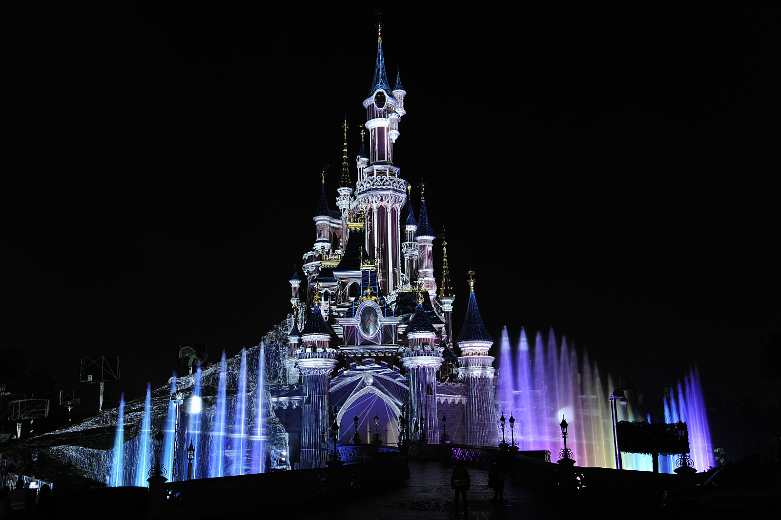 Disneyland Castle Paris Black Night wallpaper 1600x1066 45142 1600x1066