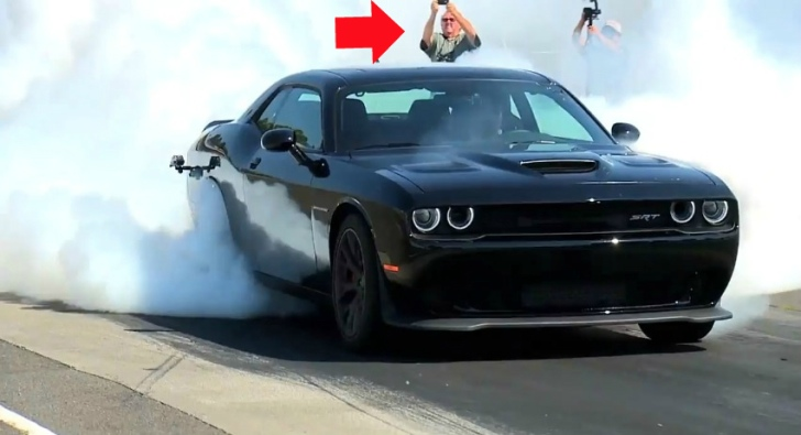 2015 Dodge Challenger SRT Hellcat Shows the Meaning of a Burnout 728x395