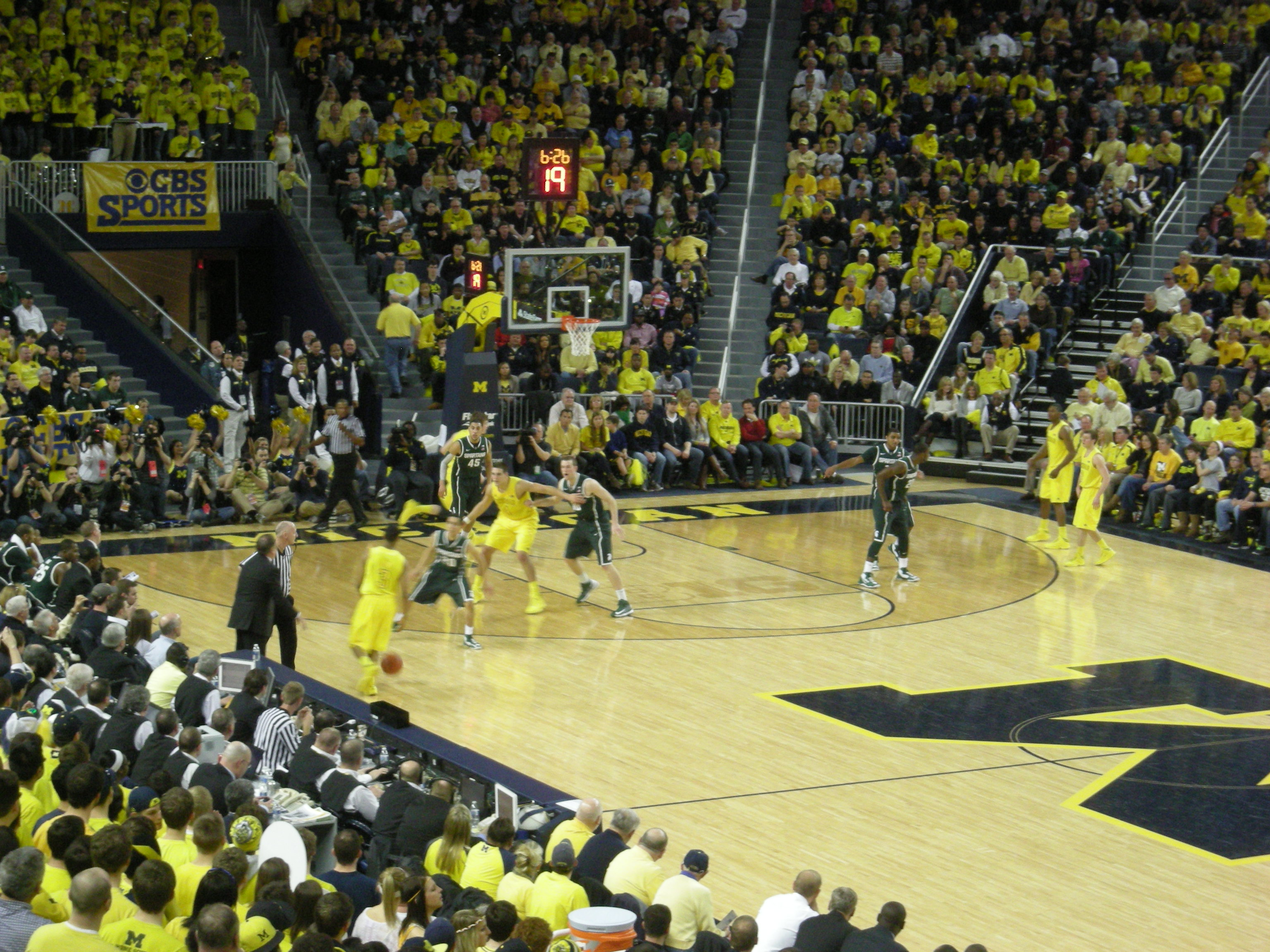 Michigan State vs Michigan men27s basketball 2013 07 in game action 3072x2304