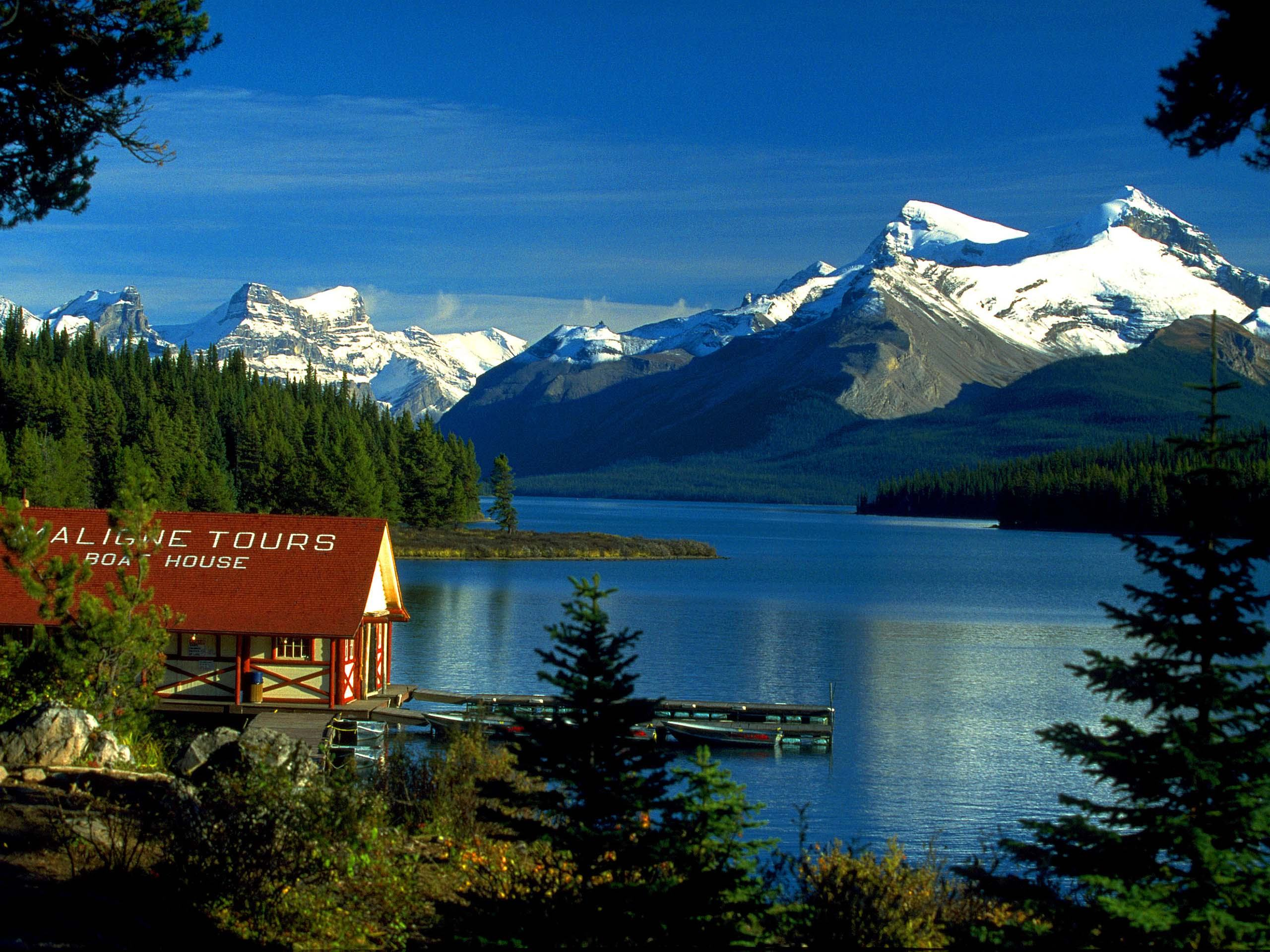 Wallpaper   Boat House Maligne Lake Jasper Alberta Canada wallpapers 2560x1920