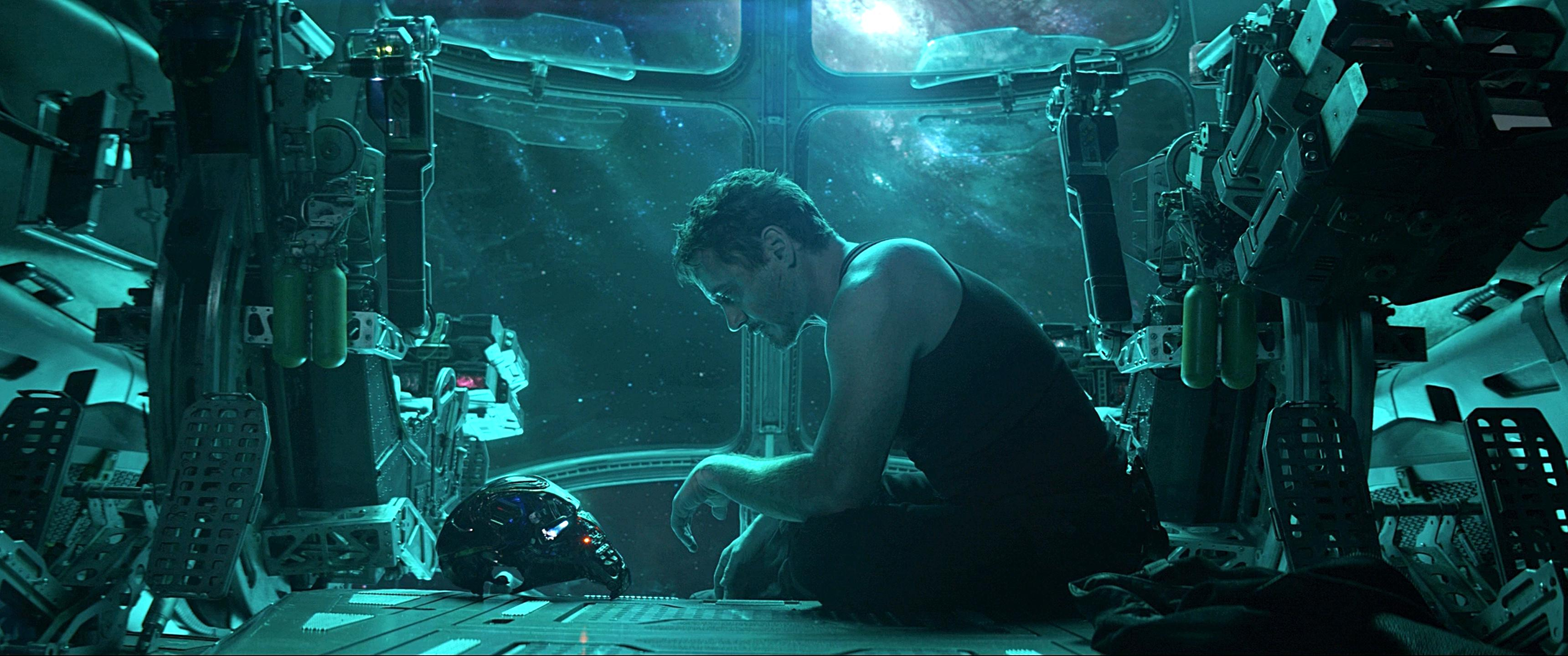Tony Stark in space from Avengers Endgame trailer [3440x1440 3440x1440