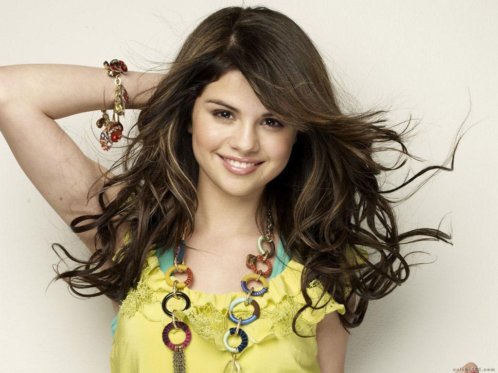 Selena Gomez High quality wallpaper size 1024x768 of Selena Gomez 1024x768