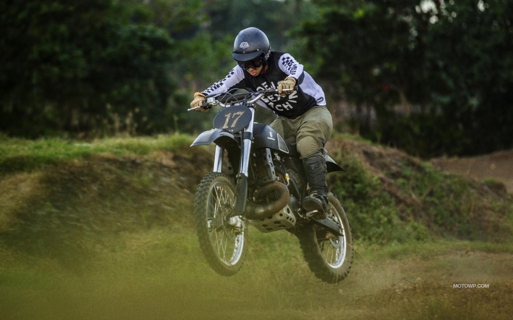 Custom motorcycle desktop wallpapers Deus Ex Machina Swede 1680x1050