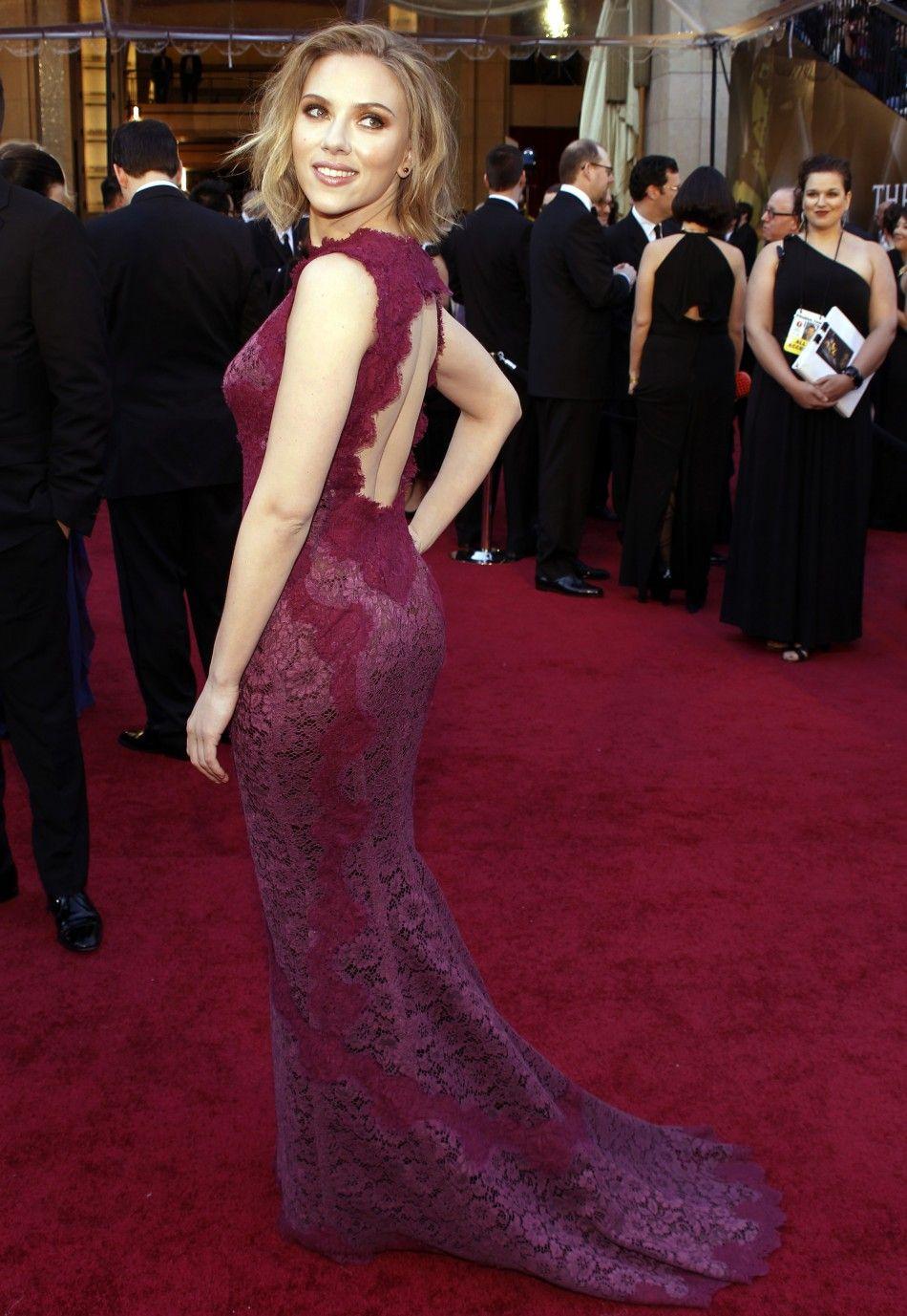 Scarlett Johansson Oscars  2011 Red Carpet in 2019 Scarlett 950x1377