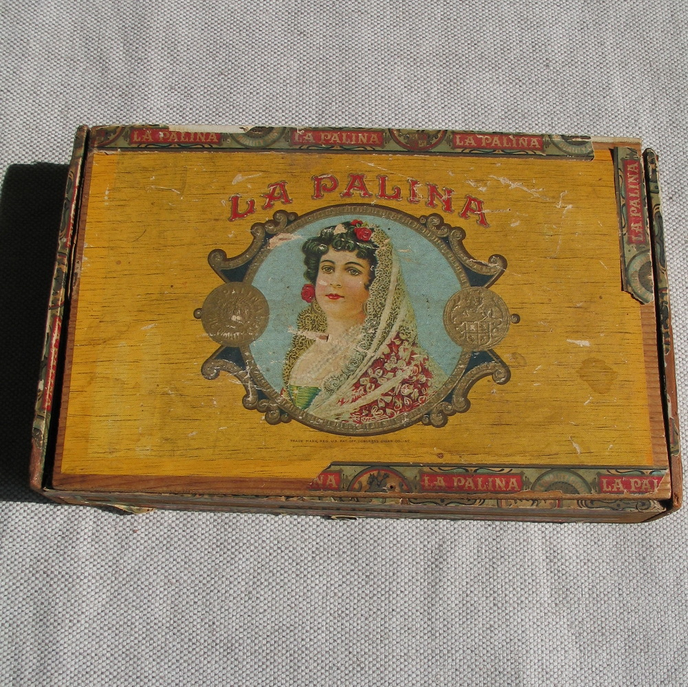 Pin Antique Cigar Box 1000x999