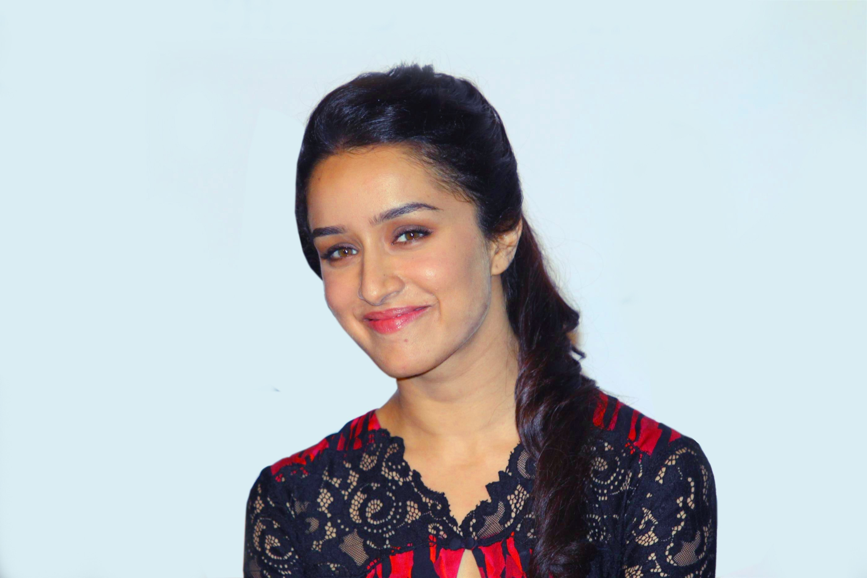 Cute Smile of Actress Shraddha Kapoor Photos HD Famous Wallpapers 2800x1867