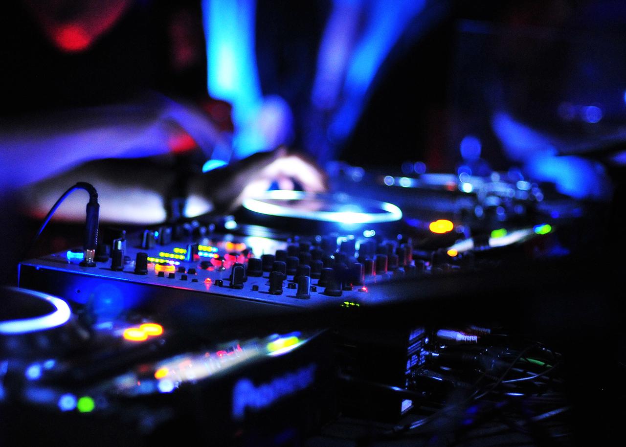 Sound   DJ Sydney MC Sydney Hire Disc Jockey Sydney FJ Entertainment 1280x914