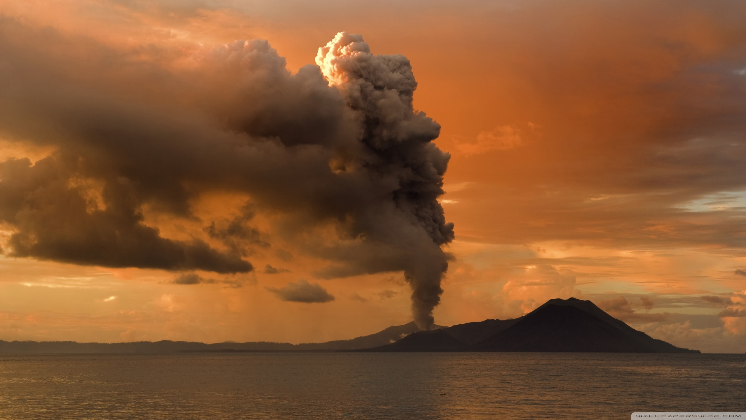 Volcanic Eruption in Papua New Guinea 4K HD Desktop Wallpaper 2560x1440