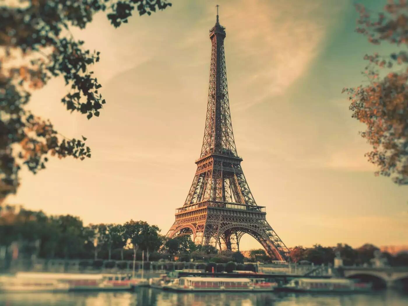 [71+] Eiffel Tower Backgrounds On WallpaperSafari