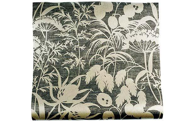For a modern take on floral wallpaper choose a monochrome design 620x388