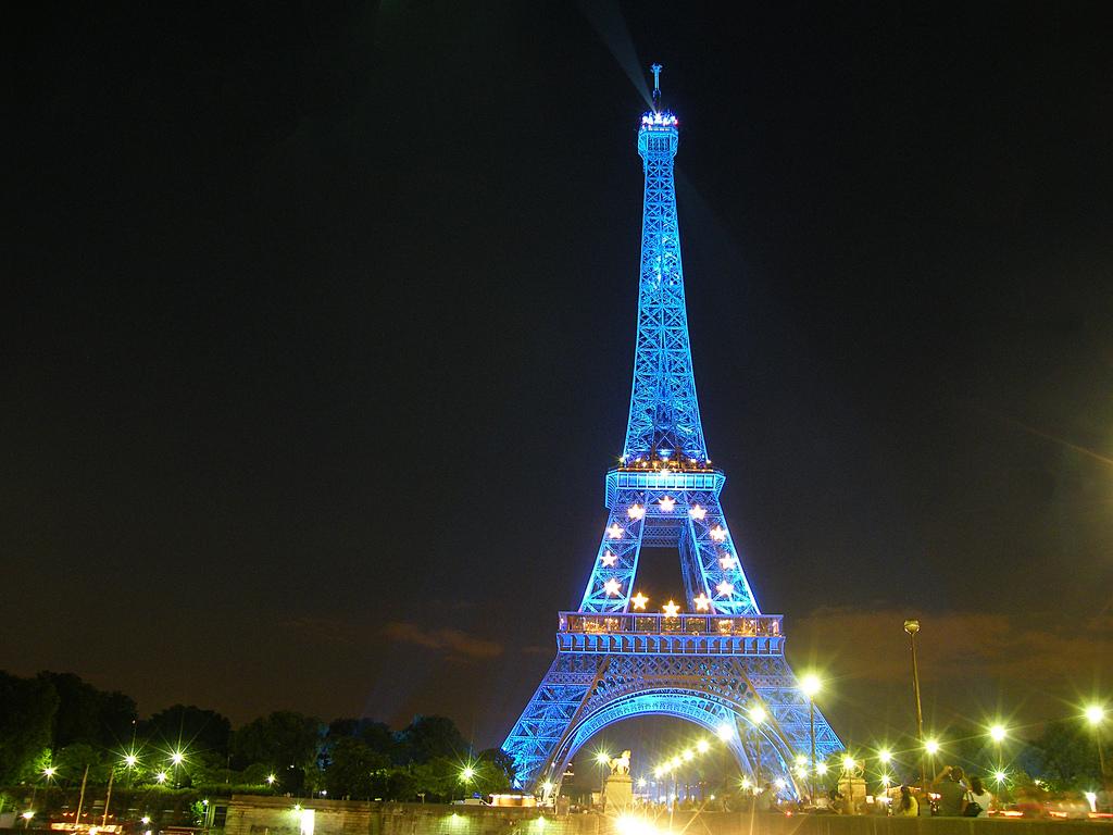 Paris Paris Eiffel Tower at Night 1024x768