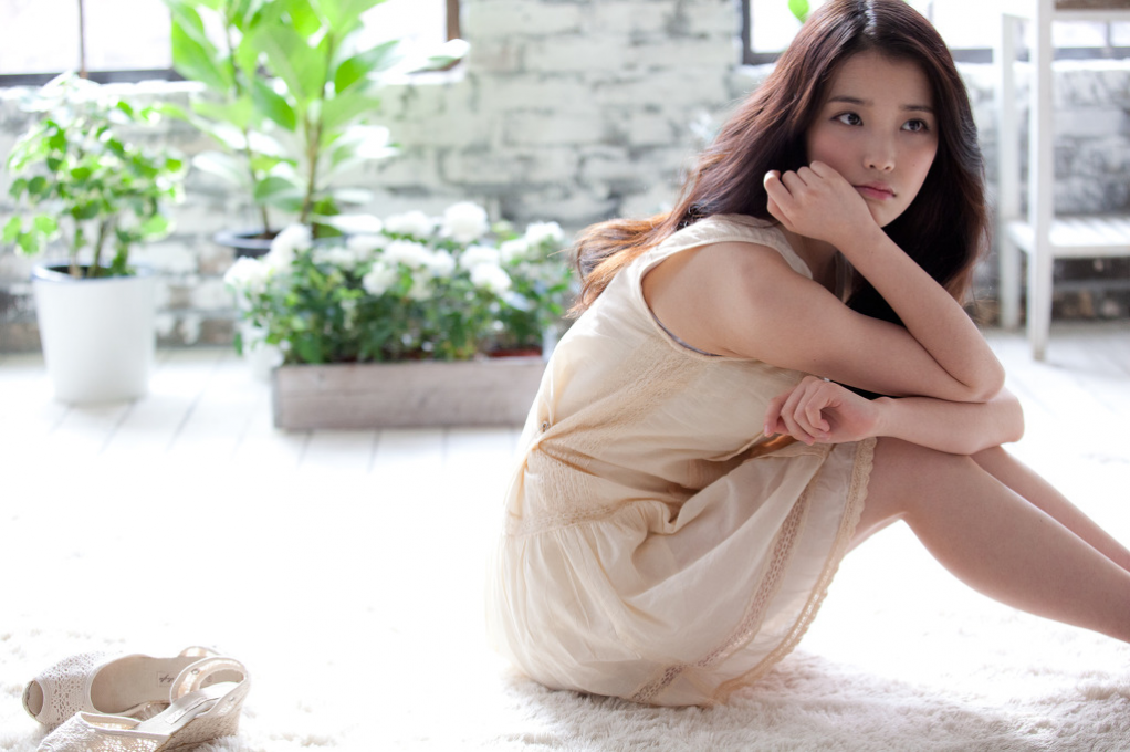IU Takes Her Shoes Off Wallpaper Take Wallpaper 1022x680