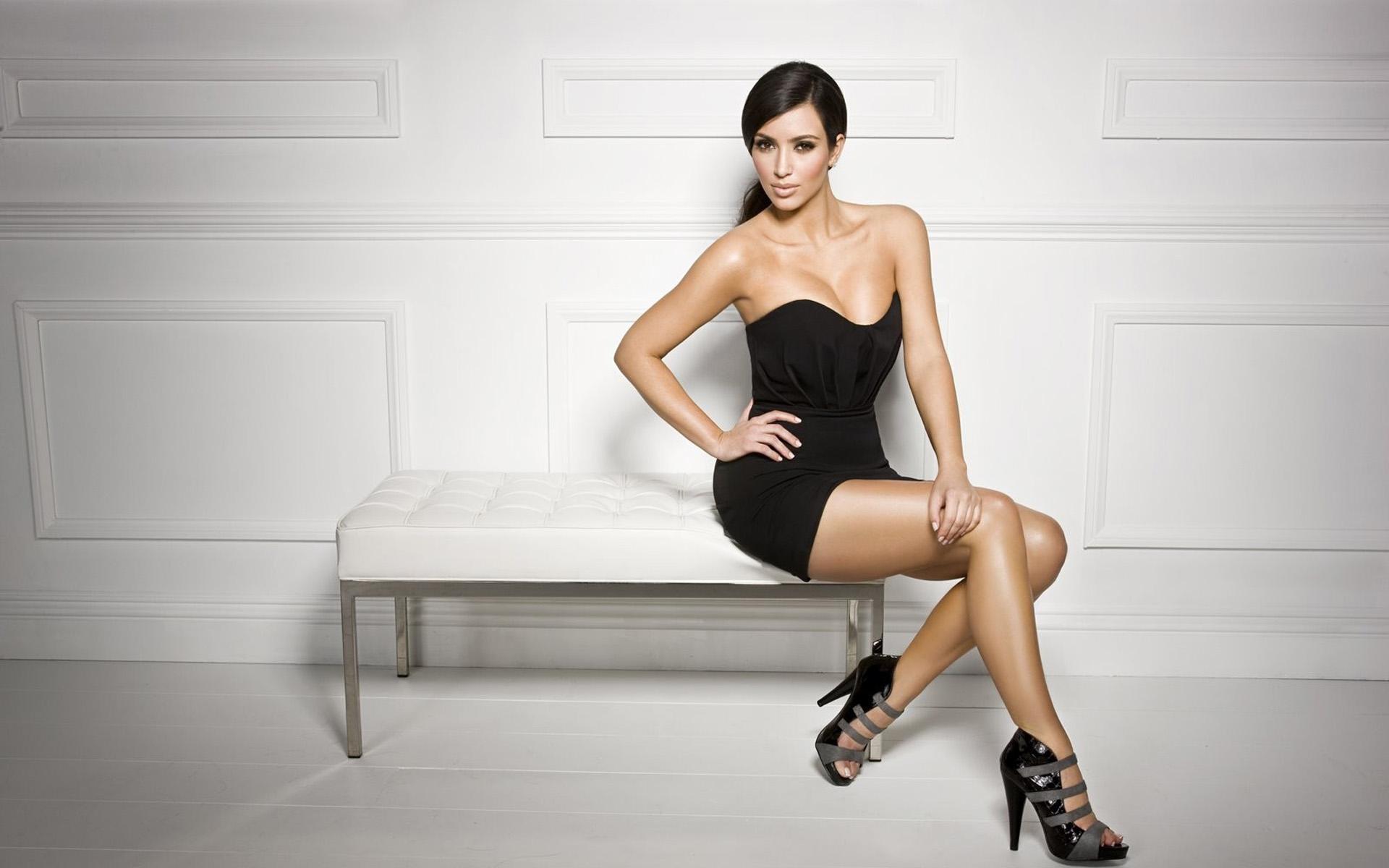 Kim Kardashian Beautiful HD Wallpaper 1920x1200
