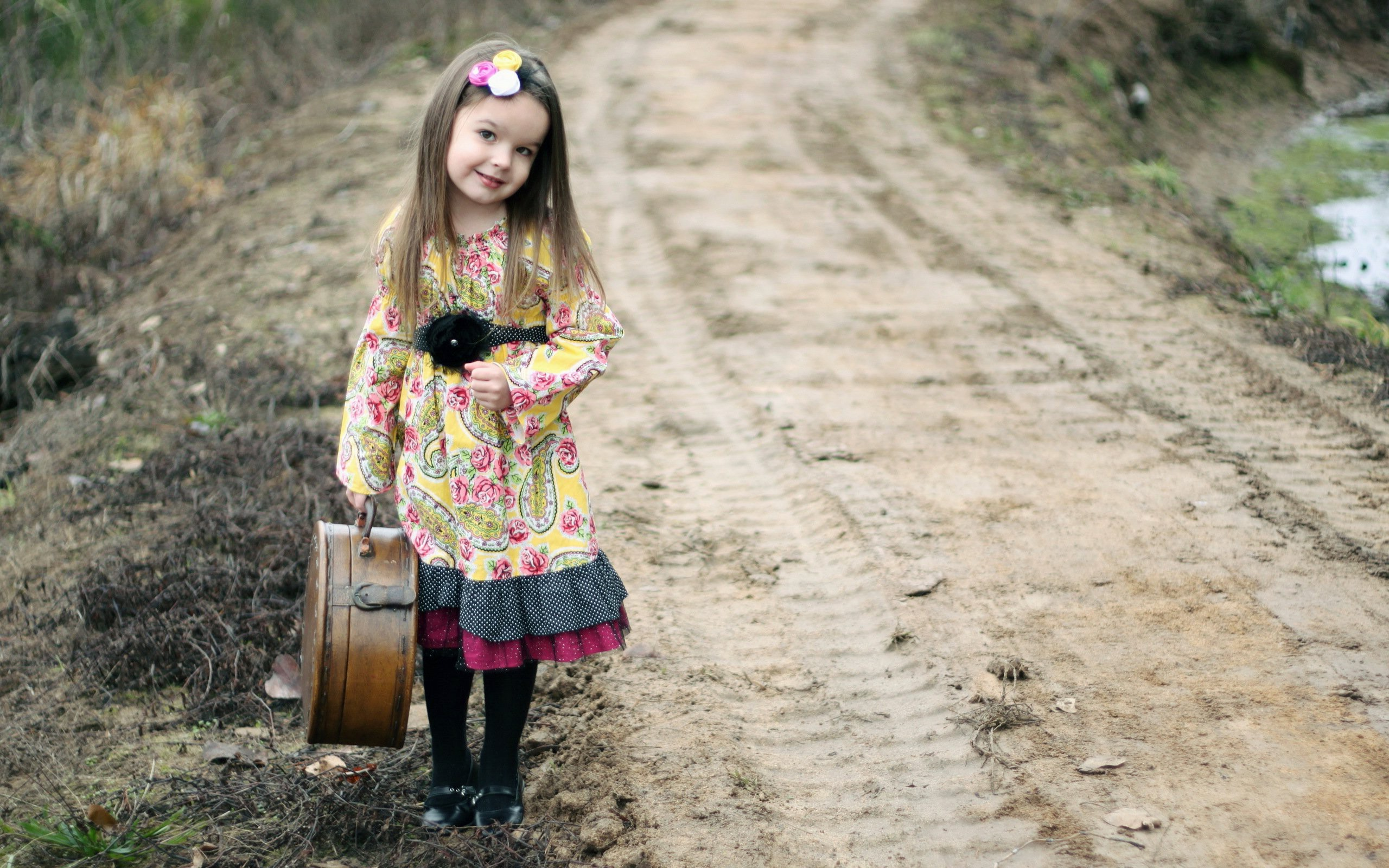 Cute Child Girl Travel HD Wallpapers   New HD Wallpapers 2560x1600