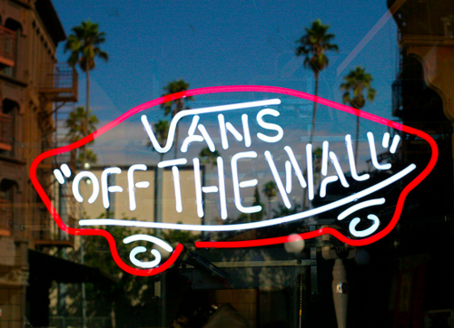 0702935917 vans off the wall wallpaper Google Search We Heart It 500x362