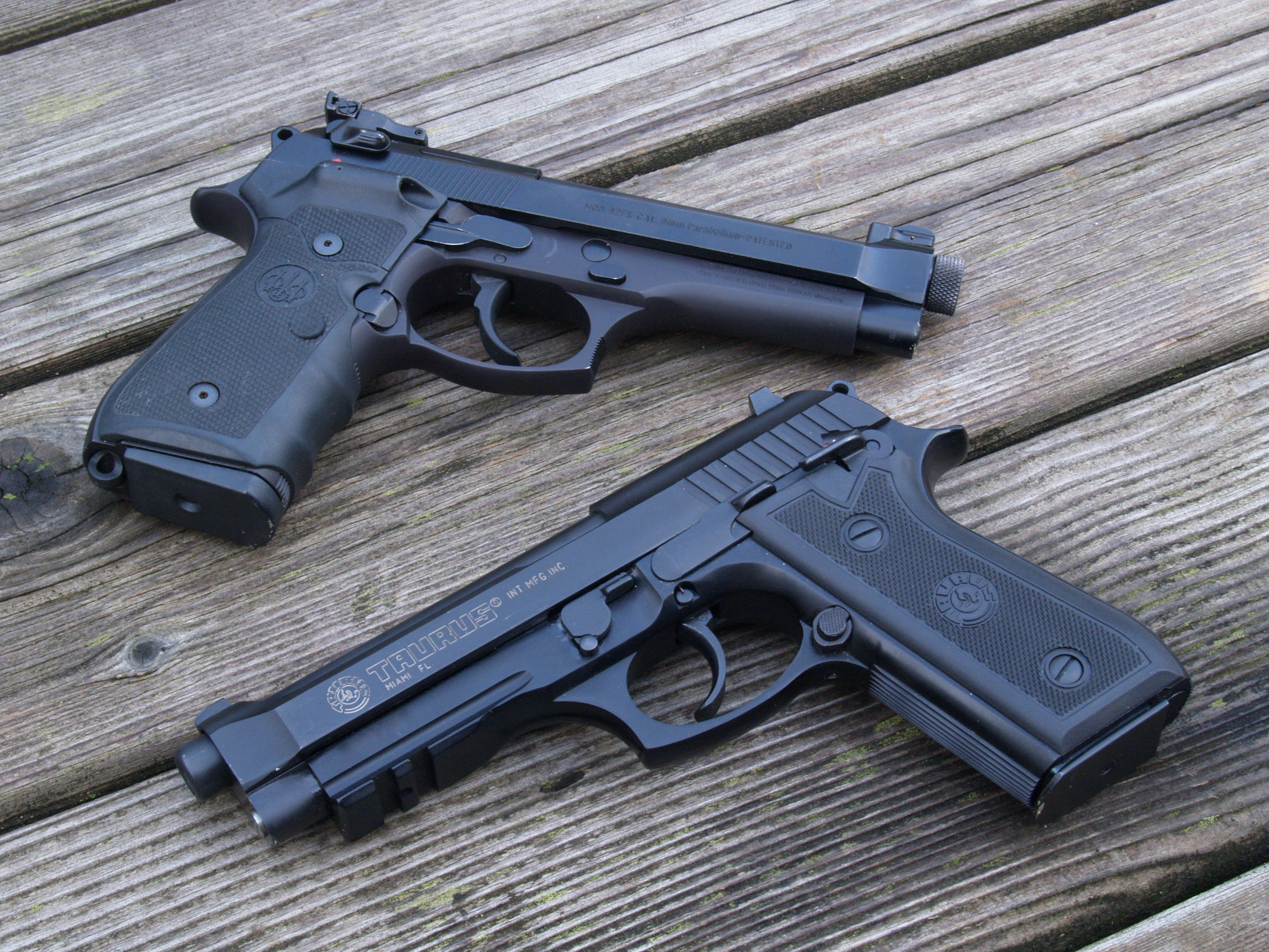 Beretta 92FS Wallpapers Images Photos Pictures Backgrounds 3264x2448