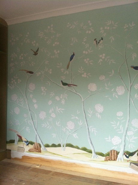 hand painted chinoiserie design painted directly on walls 460x615