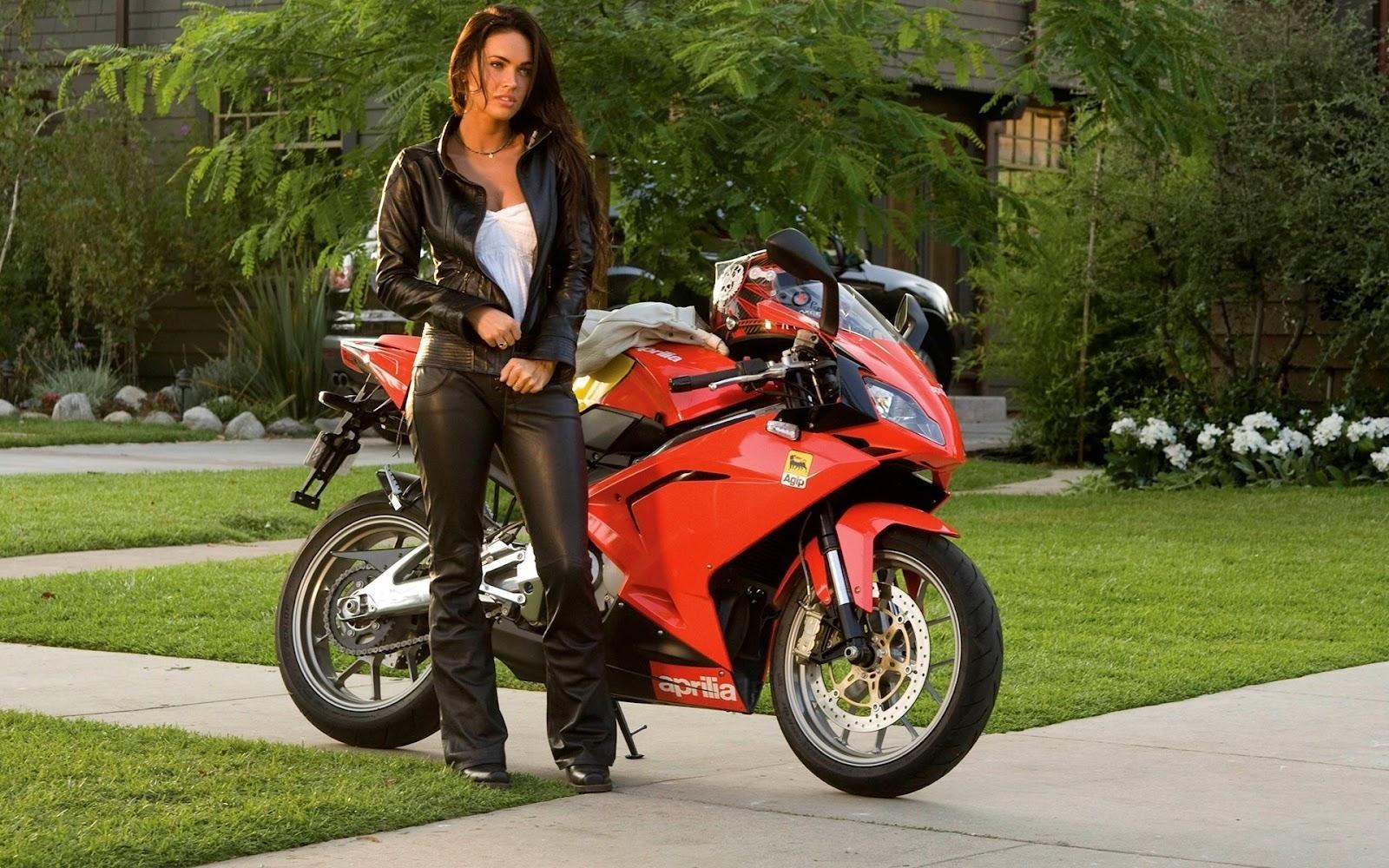 Fondos HD Mujeres y Motos Megan Fox y Moto Deportiva 1600x1000