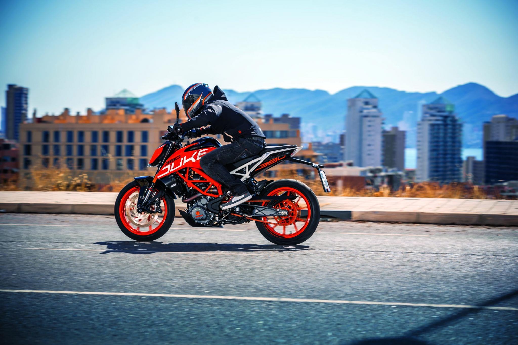 KTM 390 Duke 2017 Motorrad Fotos Motorrad Bilder 2048x1365