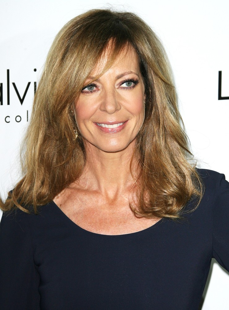 Allison Janney photos pictures stills images 740x1000