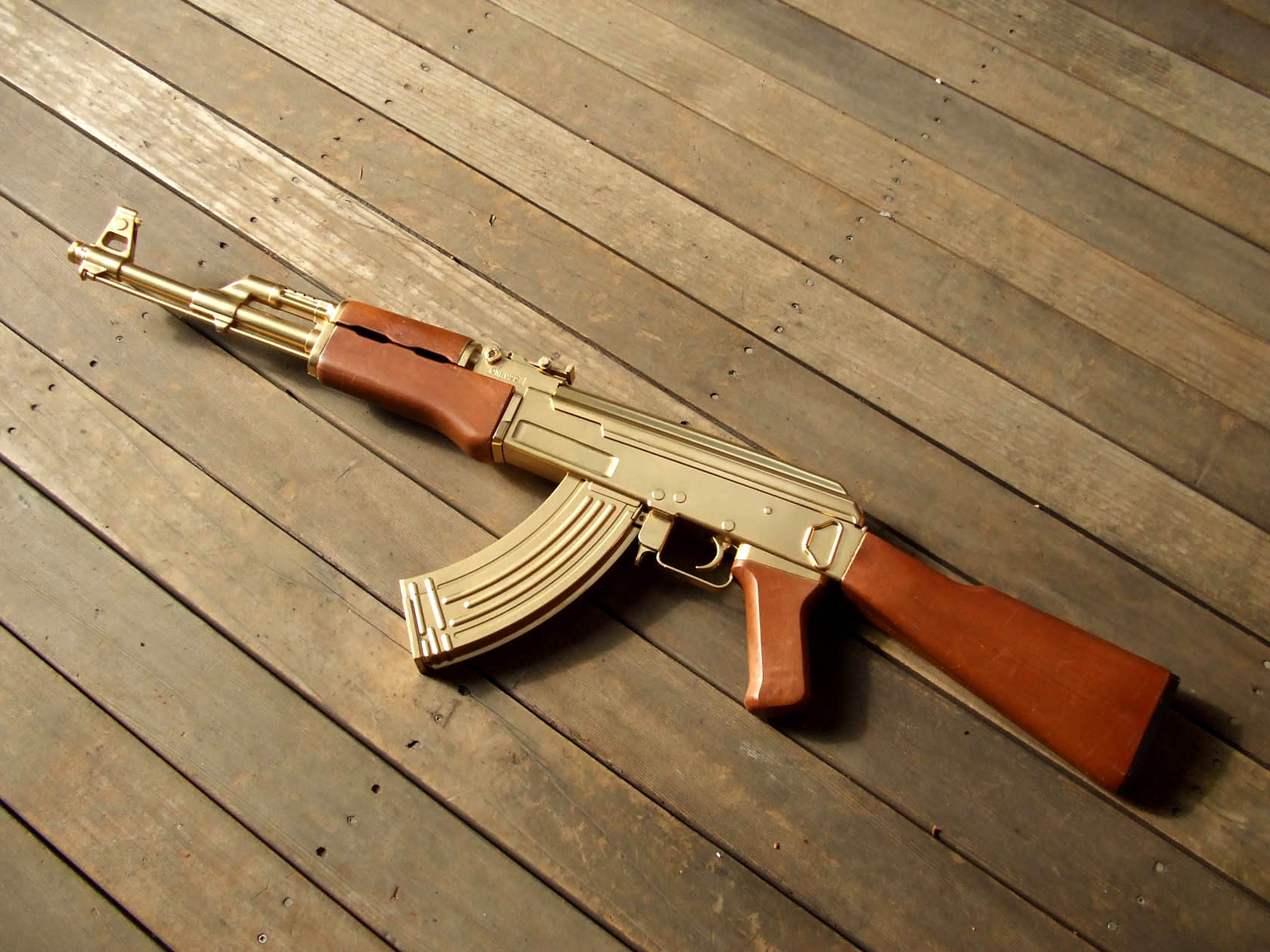 Golden AK 47 Wallpapers Hintergrnde 1680x1260 ID144560 1680x1260
