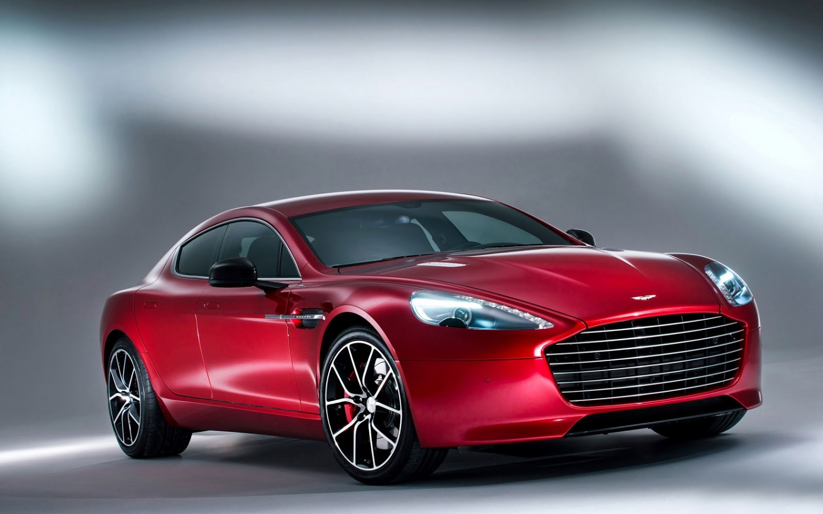 Download HD Wallpaper of Aston Martin DB9 Coupe 1600x1000