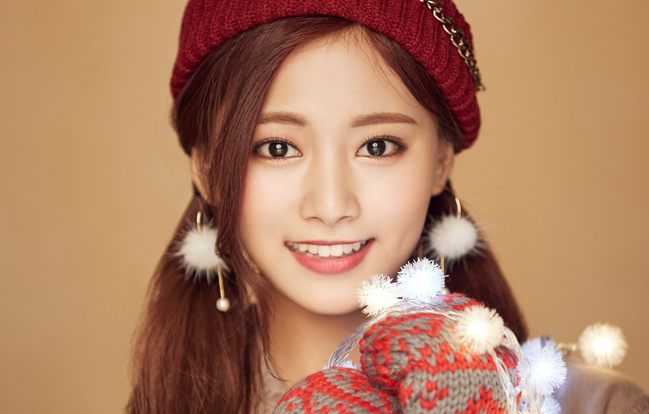 Wallpaper Girl Music Kpop Twice Tzuyu Merry and Happy images 1332x850