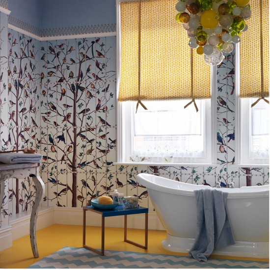 Quirky bathroom with bird themed wallpaper Easy bathroom 550x550