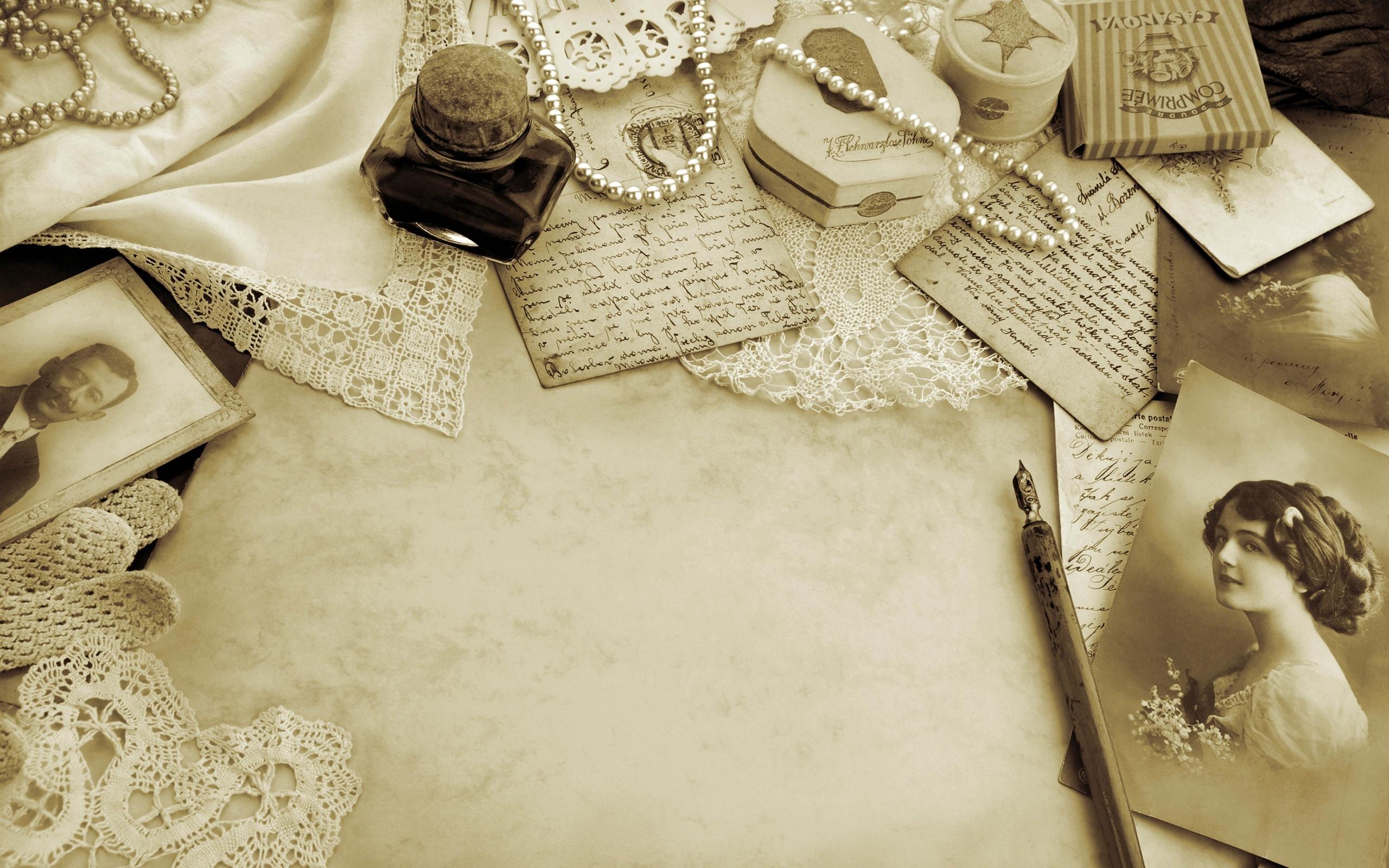 Photo letter pearls vintage style retro bokeh mood 2560x1600