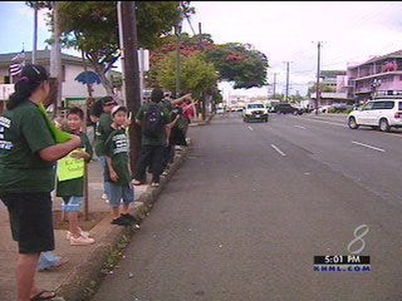 Kalihi Residents Workers Encourage Traffic Safety 1400x1050